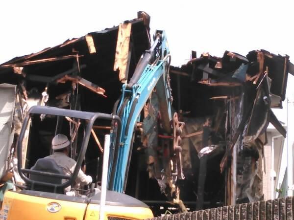 火災現場の取り壊し写真