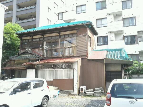 【東京都武蔵野市の解体工事】木造2階建ての家屋を取り壊して、駐車場にしました