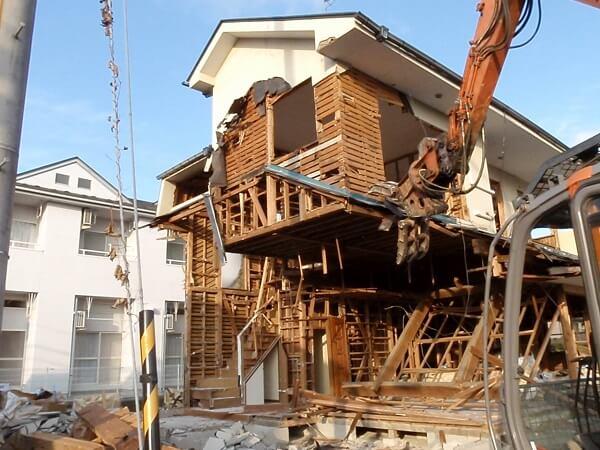 解体中の家屋