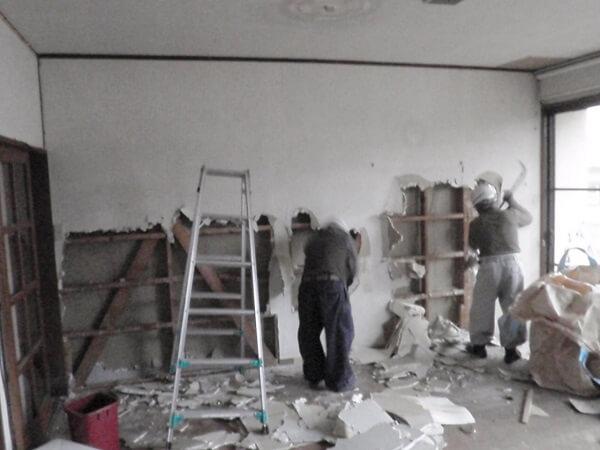 内装の解体をしている様子2