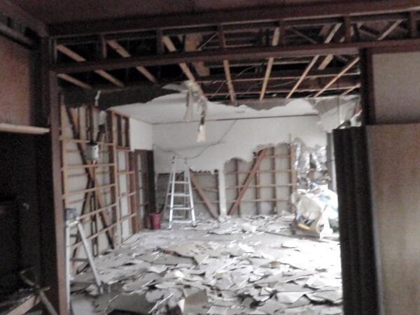 内装の解体をしている様子3