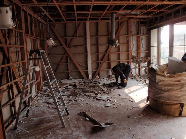 内装の解体をしている様子4