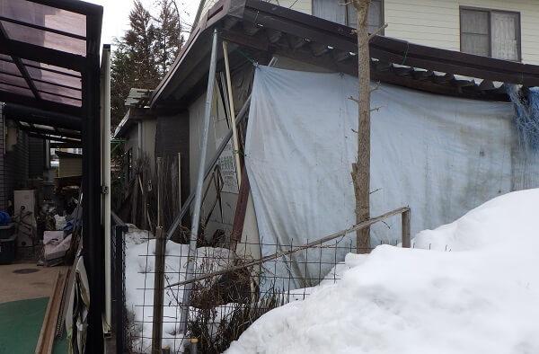 解体前のプレハブ小屋