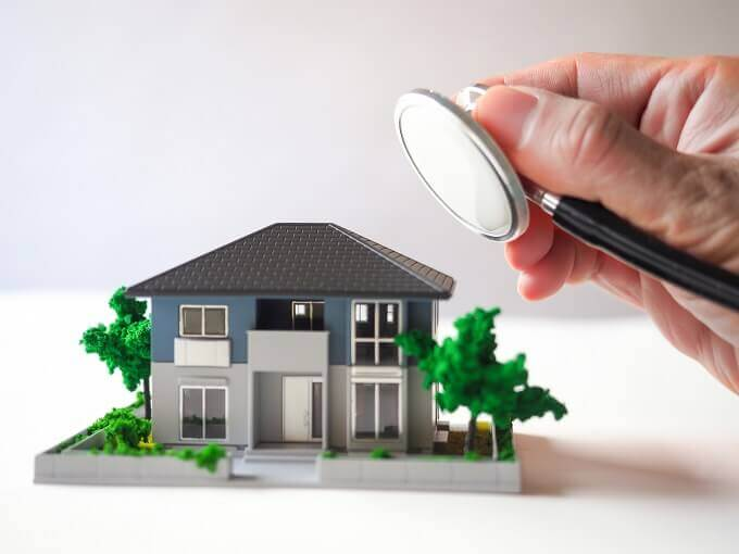 家と聴診器