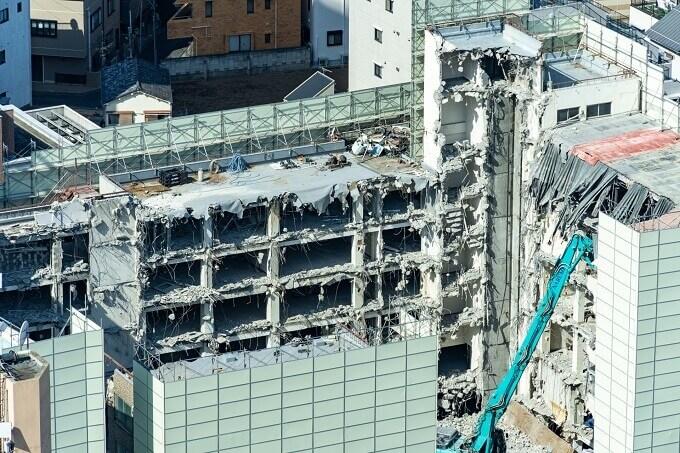高層ビル解体現場