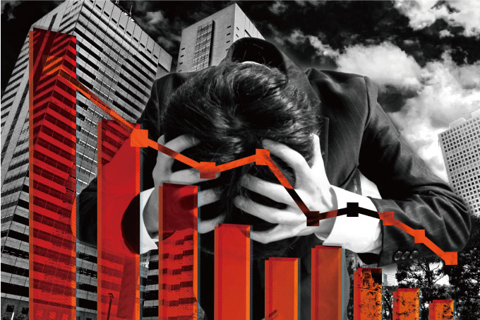 マンションへの投資における利益が減少し、頭を抱える男性