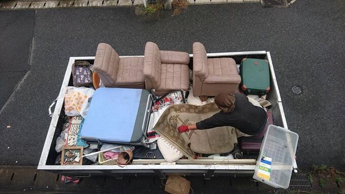 トラックに積み込んだ室内残置物